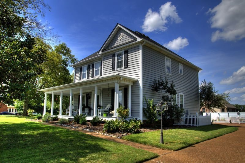 HDR Daytime photo of front house by Nashville photographer Don Wright